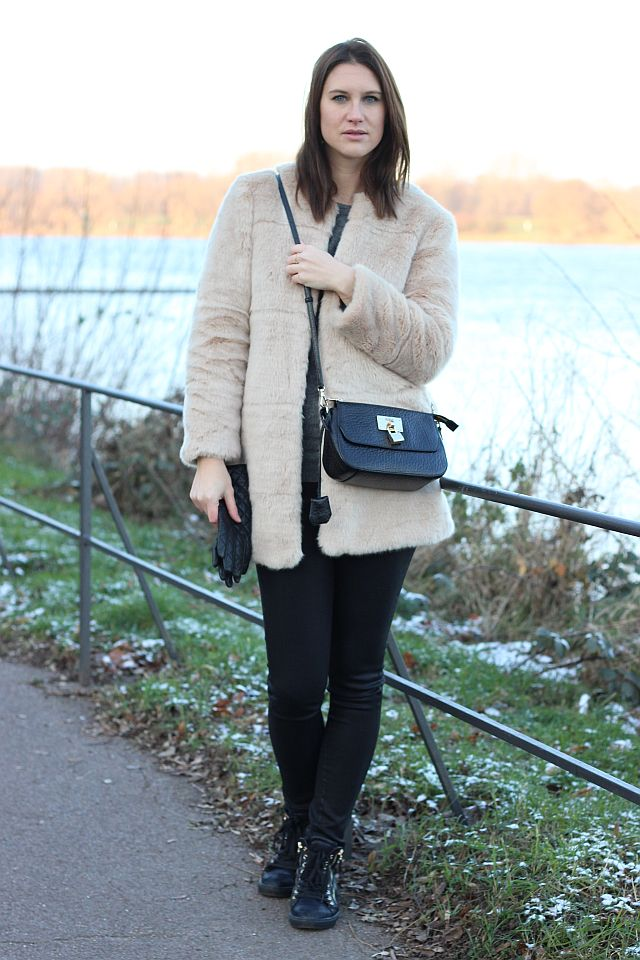 TheGoldenKitz_Outfit_Fluffy-Jacket_5