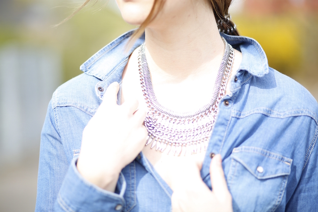 Silver-Coin-Necklace_Boho-Jeans-Look_7