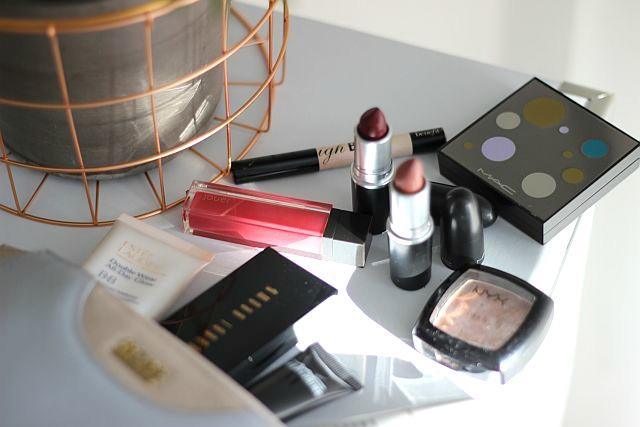 TheGoldenKitz_Whats-in-my-make-up-bag_8
