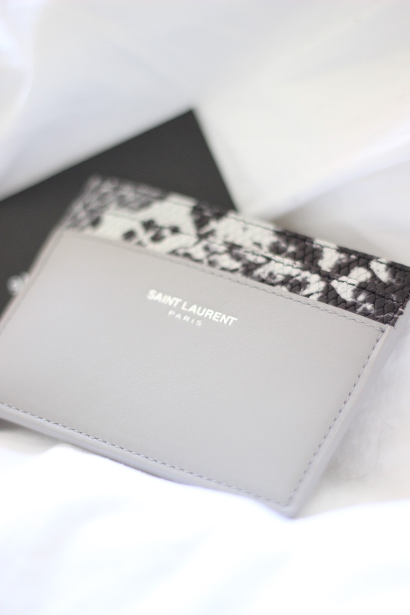 SAINT LAURENT PARIS CREDIT CARD CASE IN LIGHT GREY LEATHER AND BLACK AND WHITE PYTHON EMBOSSED LEATHER_4