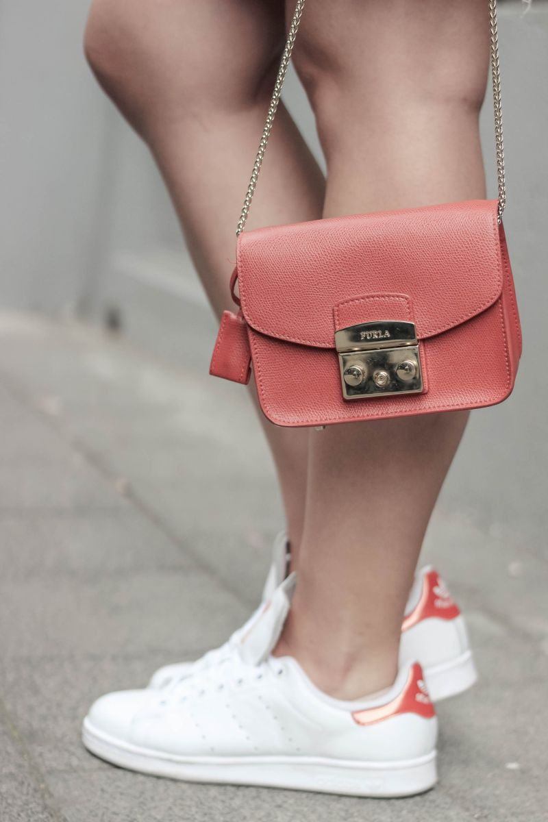 Jeansrock Stylen mit Adidas Stan Smith Sneaker_ (6)