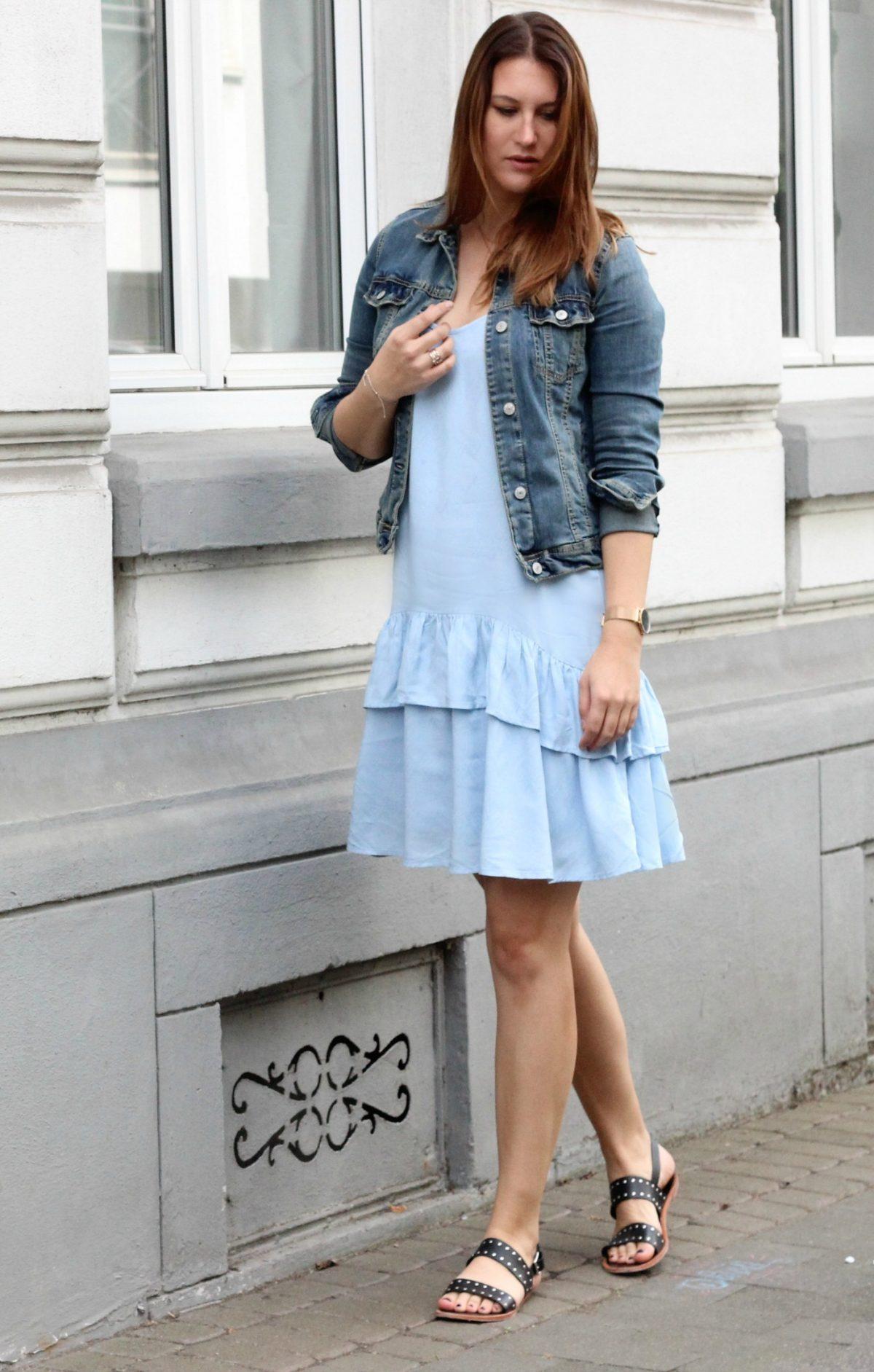 Fashionblog Koeln_Modeblog_Blaues Kleid_Jeansjacke_7