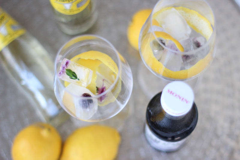 Veilchenspritzer Cocktail Rezept Sommergetränk Partygetränk Monin Veilchen Sirup_1-2