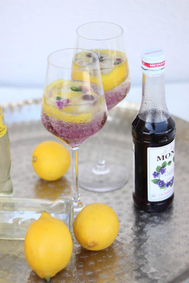Veilchenspritzer Cocktail Rezept Sommergetränk Partygetränk Monin Veilchen Sirup_6-2