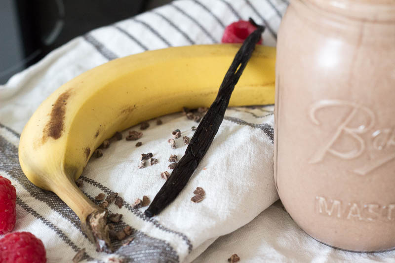 smoothie-mit-banane-haferflocken-und-kako-fruehstueckssmoothie-9011