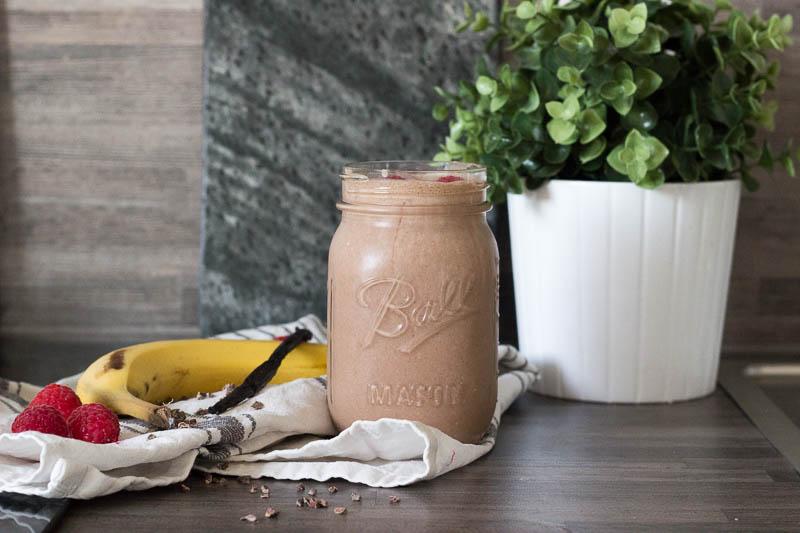 smoothie-mit-banane-haferflocken-und-kako-fruehstueckssmoothie-9019