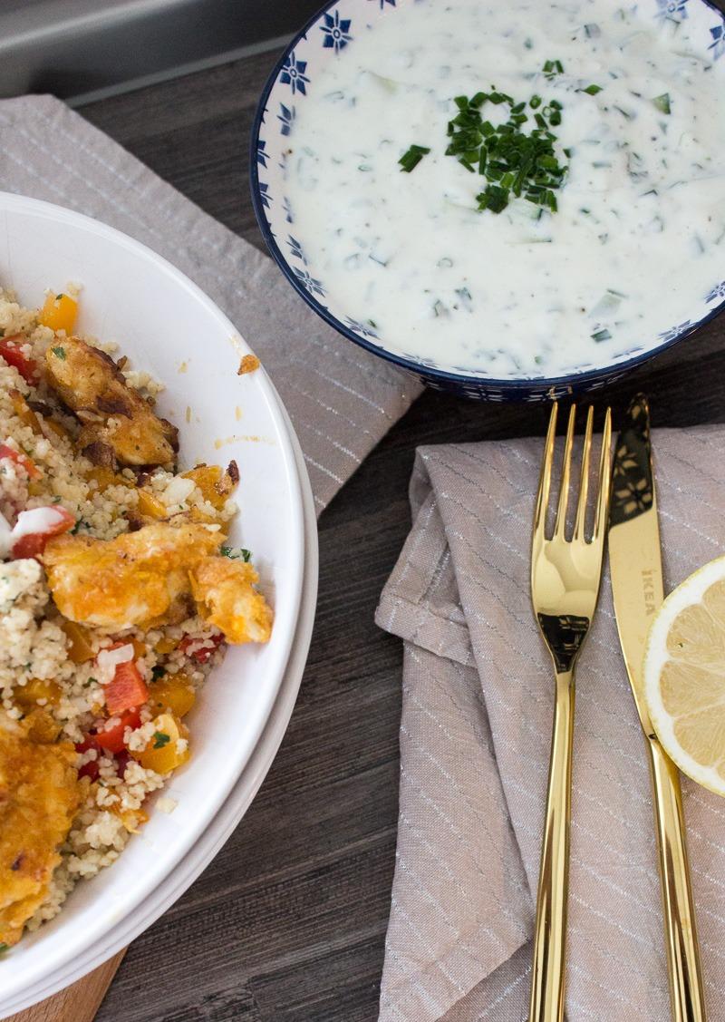 couscous-salat-mit-haehnchen-in-chips-panada-und-joghurt-dip
