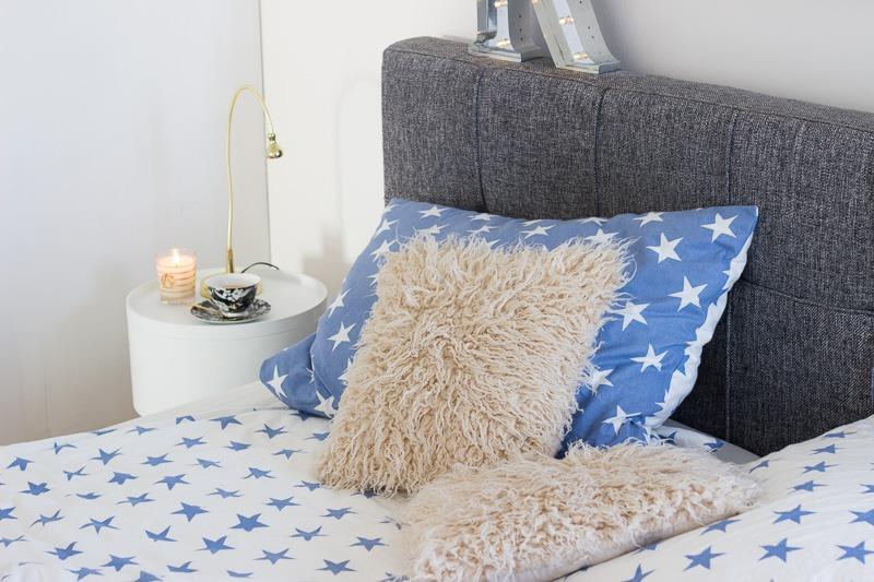 gem tliches schlafzimmer f r den winter the golden kitz. Black Bedroom Furniture Sets. Home Design Ideas
